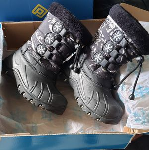 Snow boots for Sale in Flamingo, FL