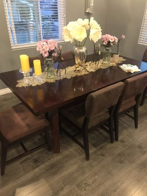 Table and six chairs for Sale in Glendale, CA