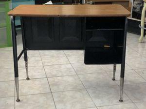 Small used desk for Sale in San Bruno, CA