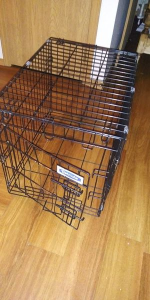 Med size dog crate for Sale in Wichita, KS