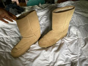 size 11 women's faux fur boots for Sale in Gaithersburg, MD