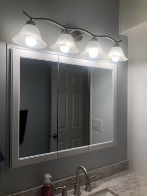 Medicine Cabinet with Mirror for Sale in Renton, WA