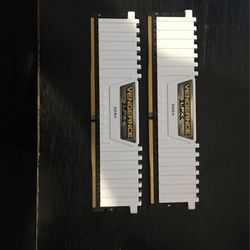 Trade 16 Gigs White DDR4 For Black Or Rgb for Sale in Elma,  WA