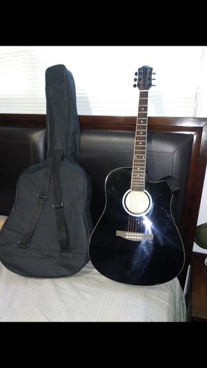 Acoustic guitar for Sale in Opa-locka, FL