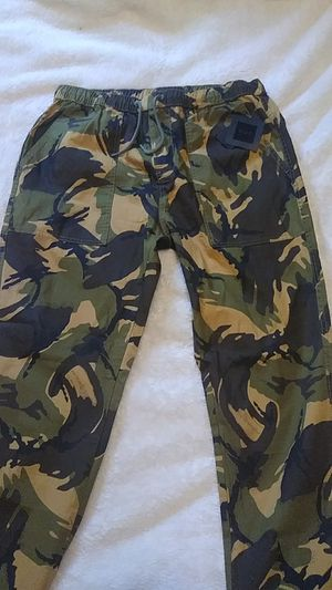 Huf pants. Style name/Neo camo easy paint. Color/deep olive size: L for Sale in Warrensville Heights, OH
