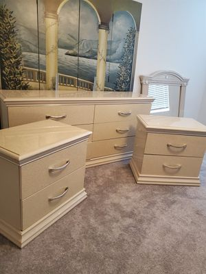 Dresser and night stands for Sale in Davenport, FL