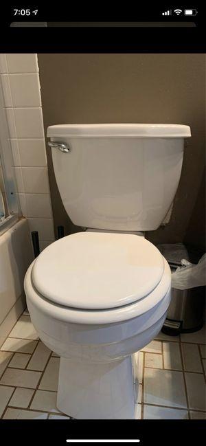 Toilet Niza Pro 2 Piece Single Flush 1.28 GPF Round for Sale in Schaumburg, IL