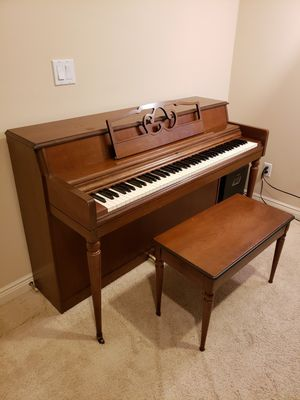 WURLITZER PIANO W/BENCH WORKS GREAT!! for Sale in Issaquah, WA