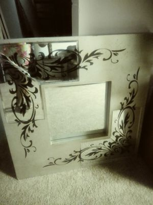 Wall decor mirror for Sale in Columbus, OH