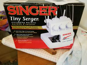 Singer tiny serger for Sale in Pennsauken Township, NJ