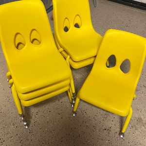 Kinder Chairs ( Small ) for Sale in Victorville, CA