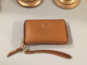 Tory burch wristlet wallet for Sale in Fairfax, VA