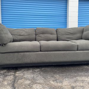 Mint Large Fluffy Grey Couch -no Rips- No Stains- Gonna Sell Super Fast-delivery Available for Sale in Roseville, MI