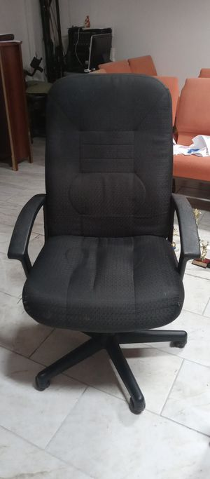 Big office rolling chair good firm price for Sale in Houston, TX