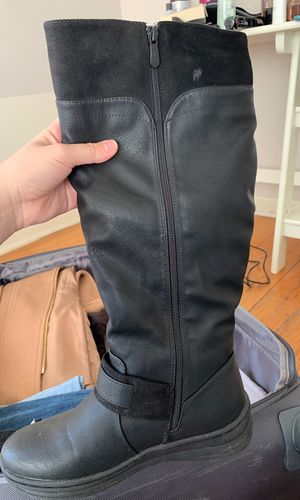 Size 7 women snow boots for Sale in Bethesda, MD
