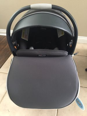 Key fit 30 zip infant car seat with 2 car bases for Sale in Corona, CA
