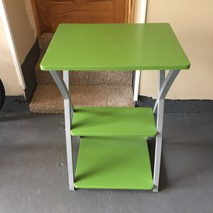 Small kids desk for Sale in West Haven, CT