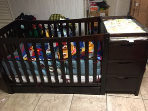 GRACO XL crib w/ Storage&Changing Table for Sale in Hillcrest Heights, MD