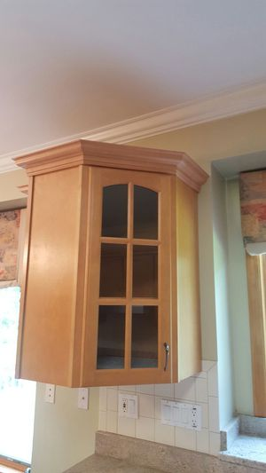 Kitchen cabinets $1,500 twenty pieces for Sale in Richland, MO
