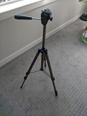 Amazon basics extendable tripod with case for Sale in Raleigh, NC