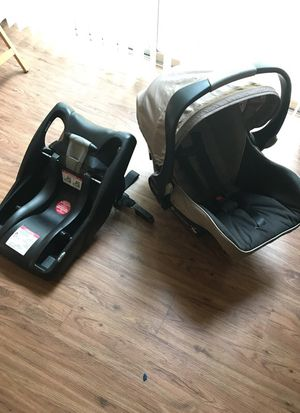 Britax car seat and adapter for Sale in Austin, TX