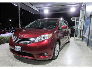 2014 Toyota Sienna XLE 4D Minivan for Sale in Anaheim, CA
