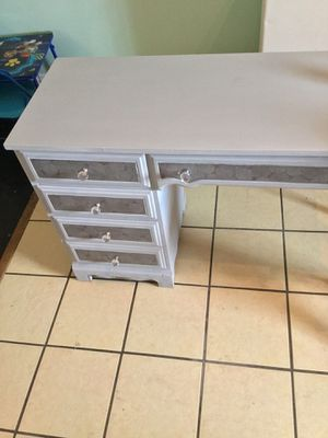 ANTIQUE STYLE MAKEUP VANITY DESK for Sale in Chicago, IL