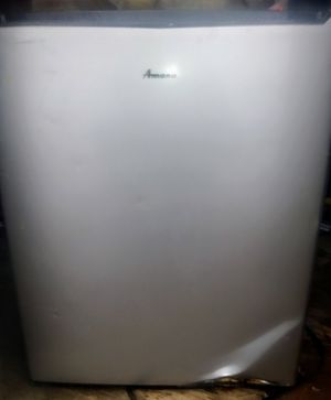 Amana Mini Refrigerator for Sale in Eldon, IA