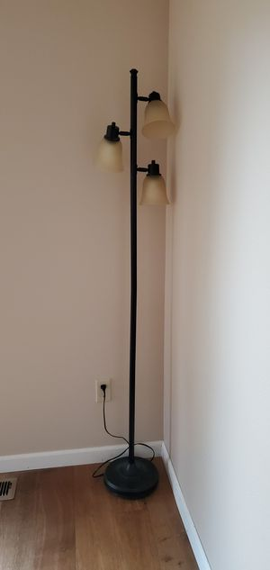 FLOOR. LAMP for Sale in Tumwater, WA