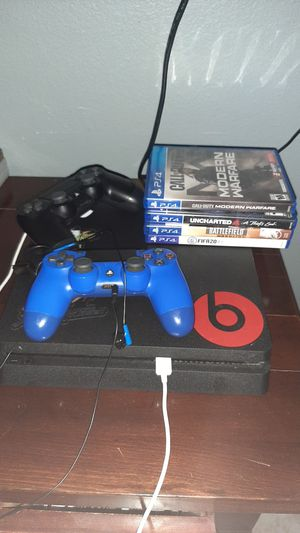 Ps4 slim 1tb bundle with hdmi projector for Sale in Gilbert, AZ