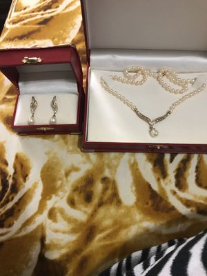 Necklace and earring set for Sale in Centreville, VA