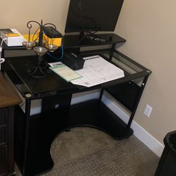 Black Glass Desk for Sale in Buckley,  WA