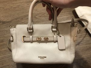 Authentic Coach White Leather Hand & shudder Bag for Sale in Los Angeles, CA