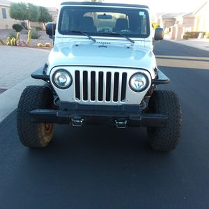 2006 Jeep Wrangler SE - lifted for Sale in Chandler, AZ