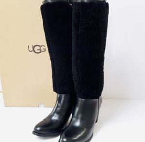 UGG Exposed Fur Boots Size 8.5 for Sale in Ontarioville, IL