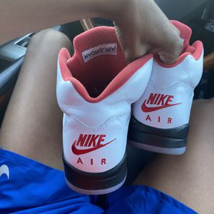 FIRE RED 5s SILVER TONGUE for Sale in Union City, CA