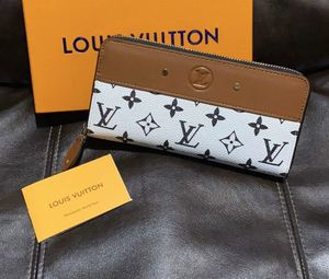 Louis Vuitton wallet for Sale in Austin, TX