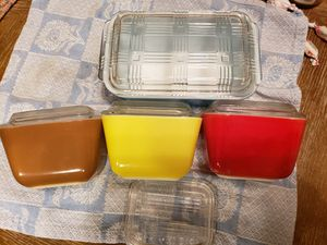 Pyrex 1 1/2 Cup Brown,Red Yellow with Lids Bonus Pyrex for Sale in Factoryville, PA
