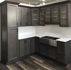 Kitchen cabinets and quartz countertops for Sale in Federal Way, WA