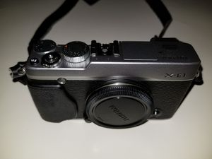 Fujifilm X-E1 Silver Single Lens Reflex Camera for Sale in Miami, FL