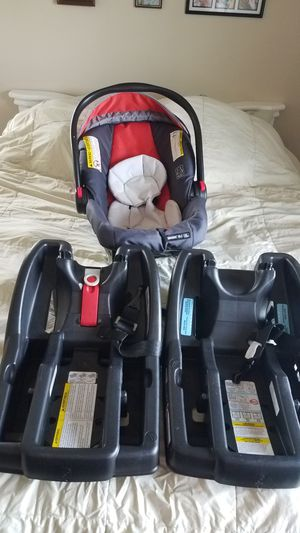 Graco Snugride 35L Click Connect Car Seat with 2 bases for Sale in Lake Stevens, WA