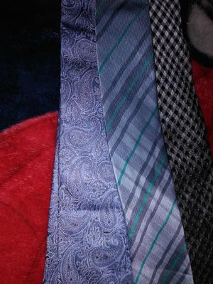 3 name brand men's ties for Sale in Hyattsville, MD