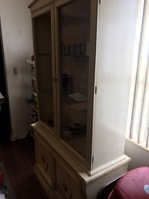 China cabinet is well made. Do you see the potential in this cabinet? It could be yours this weekend!! for Sale in Miami, FL