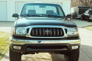 ready to go looks great! TOYOTA TACOMA 2001 V4 2,7L 4X4 for Sale in Columbus, OH