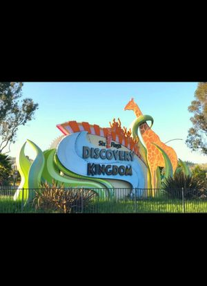 PARK ENTRY TICKET + REGULAR PARKING FOR SIX FLAGS DISCOVERY KINGDOM for Sale in San Francisco, CA