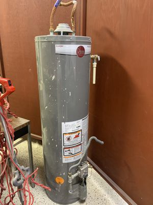 Rheem Gas Water Heater 29 gallon manufactured July 2016. for Sale in Houston, TX