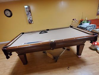 Gorgeous Tan Pool Table with Pool Balls And Sticks for Sale in Carlstadt,  NJ