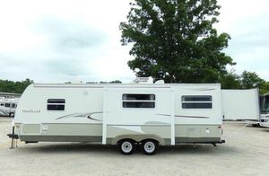 Trailer 2OO7 White Camper for Sale in Houston, TX