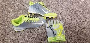 Nike baseball cleats sz 13 and gloves L for Sale in Fresno, CA
