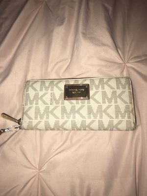 White Michael Kors Wallet for Sale in Tomball, TX